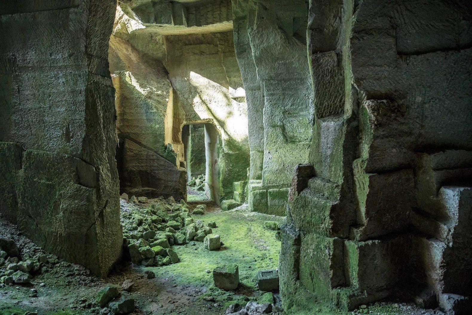 宮谷石切場跡へ神秘ピクニック